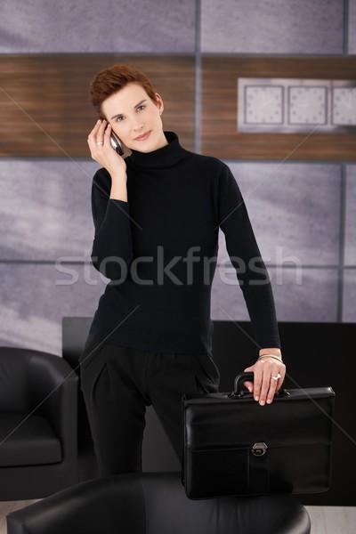 Сток-фото: модный · деловая · женщина · мобильных · Постоянный · служба