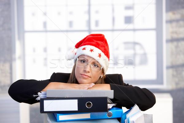 Fiatal nő mikulás kalap problémás iroda ül Stock fotó © nyul