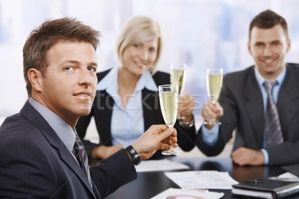 Stockfoto: Zakenman · vieren · champagne · gelukkig · vergadering