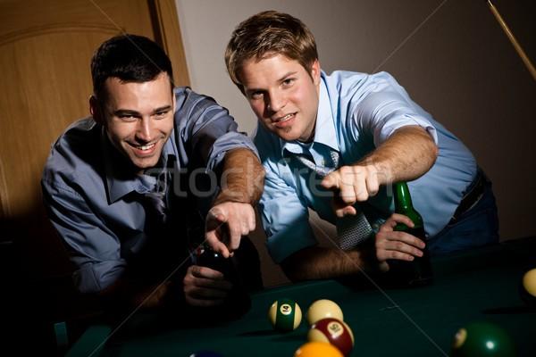 Férfiak megbeszél snooker kettő fiatal férfiak játék Stock fotó © nyul