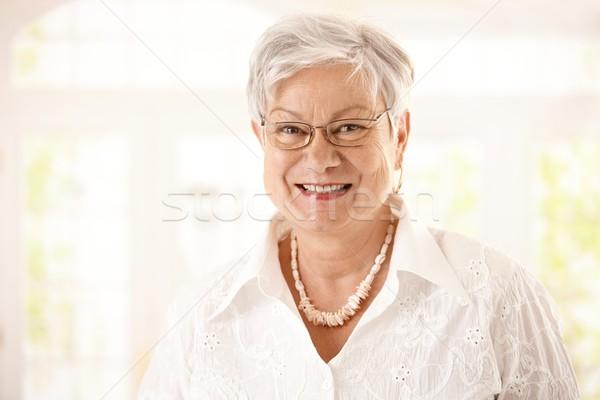 Foto d'archivio: Primo · piano · ritratto · felice · senior · donna · occhiali
