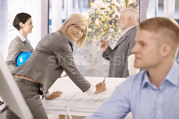 Trabalhando escritório feminino estilista sorridente câmera Foto stock © nyul
