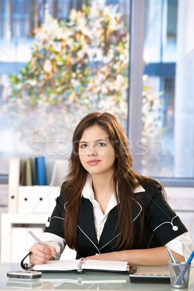 Stok fotoğraf: Ofis · portre · genç · kadın · oturma · tablo