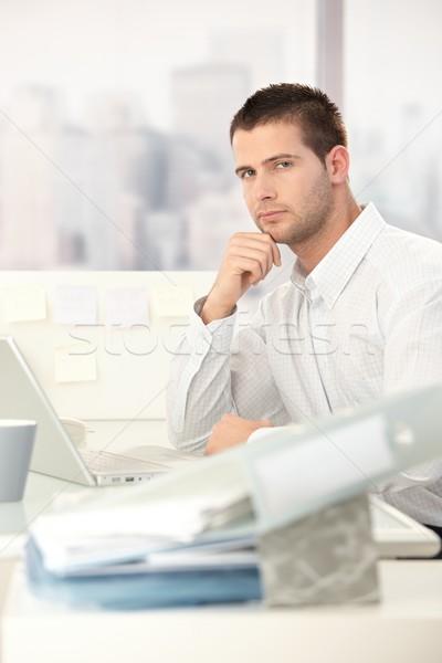 Foto stock: Jóvenes · casual · oficinista · sesión · masculina · escritorio