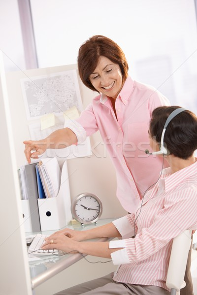 Stok fotoğraf: Yönetici · yardım · müşteri · hizmetleri · operatör · gülen · işaret