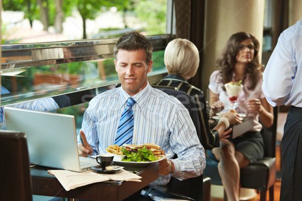 üzletember kávézó ül asztal eszik klub szendvics Stock fotó © nyul