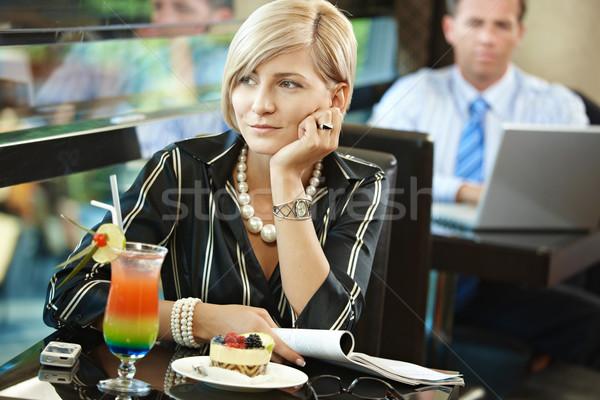 Foto d'archivio: Donna · attesa · cafe · seduta · tavola