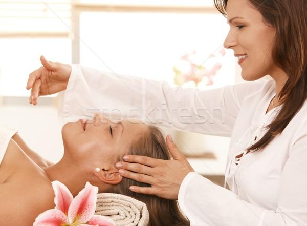 Foto stock: Mulher · relaxante · cabeça · massagem · dia · estância · termal