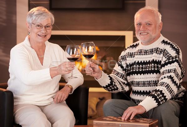 Retrato casal de idosos copos de vinho lareira inverno noite Foto stock © nyul