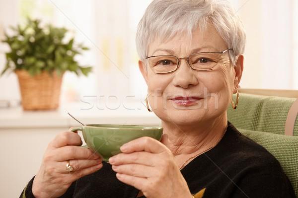 портрет зрелый Lady чайная чашка сидят Сток-фото © nyul
