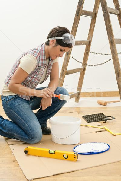 Genç kadın fırça boya çalışma yüz çalışmak Stok fotoğraf © nyul