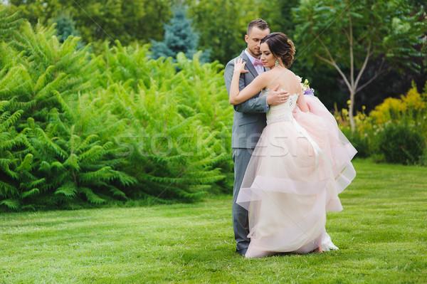 Bruid bruidegom portret gelukkig buitenshuis Stockfoto © O_Lypa