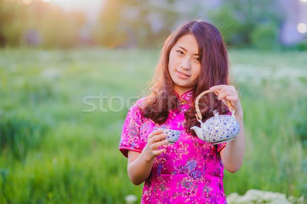 Traditionnel chinois thé cérémonie jeunes souriant Photo stock © O_Lypa