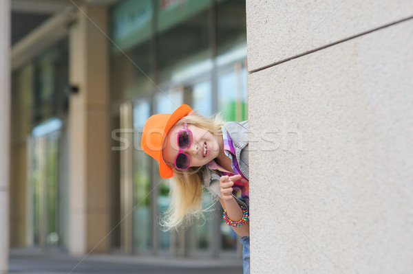 девушки вокруг углу прелестный счастливым ребенка Сток-фото © O_Lypa