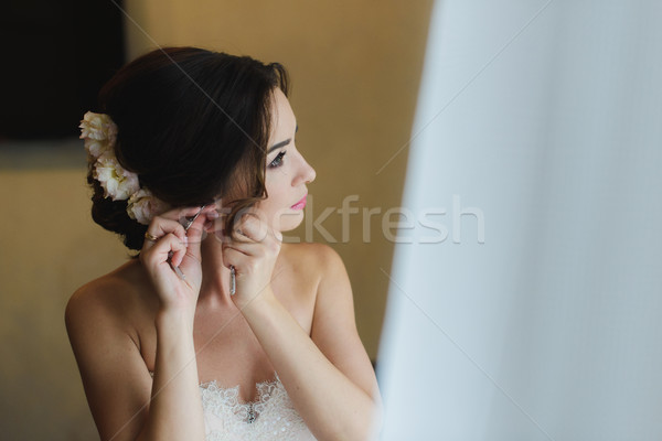 невеста белый подвенечное платье серьга красивой красоту Сток-фото © O_Lypa