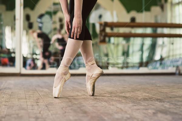 Ballerina áll lábujjak közelkép tánc lábak Stock fotó © O_Lypa