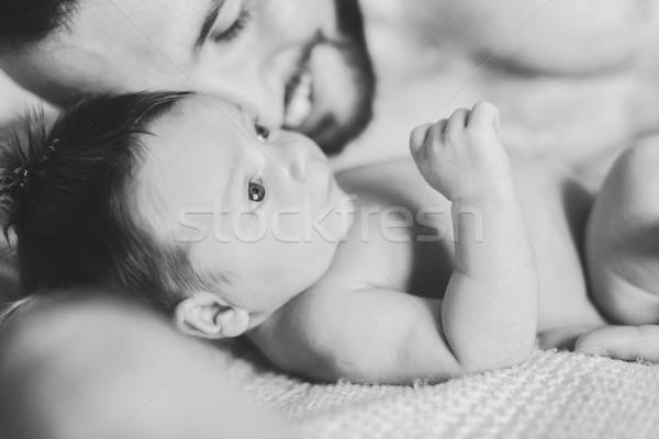 Apa újszülött baba közelkép ágy férfi Stock fotó © O_Lypa