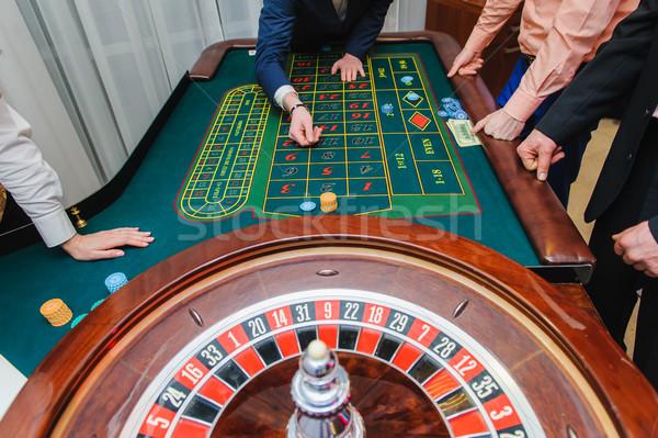 Jogadores jogar roleta cassino macro tiro Foto stock © O_Lypa