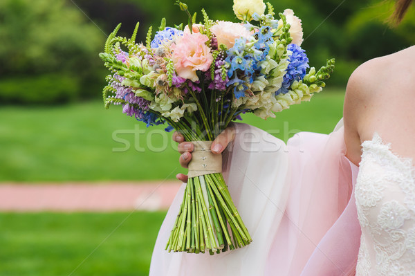 Сток-фото: цветы · рук · молодые · невеста · красивой