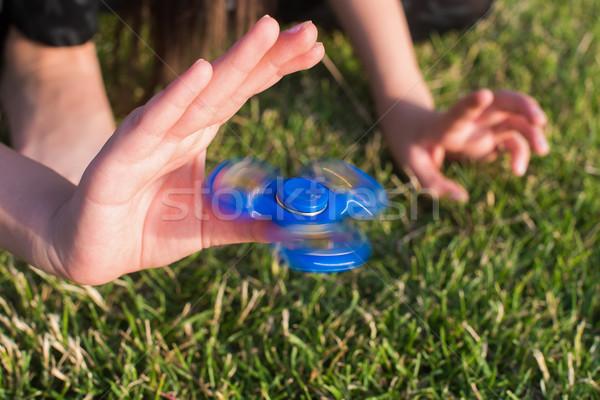 стороны девушки зеленый газона детей Сток-фото © O_Lypa