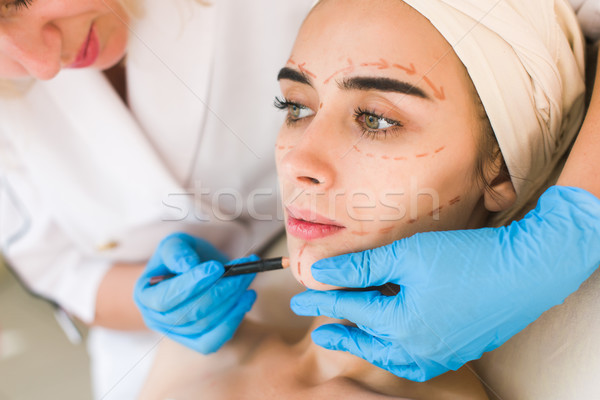Medico disegno femminile faccia attraente ragazza buio Foto d'archivio © O_Lypa