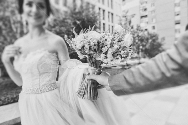 Menyasszony vőlegény tart virágcsokor fókusz újonnan Stock fotó © O_Lypa