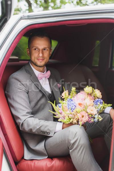 Bruidegom boeket bruiloft auto knap stijlvol Stockfoto © O_Lypa