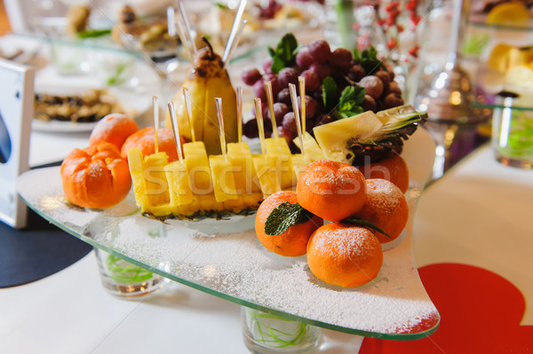 Tabela exótico fruto frutas Foto stock © O_Lypa