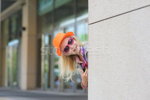 Portre küçük kız güneş gözlüğü şapka çok güzel mutlu Stok fotoğraf © O_Lypa