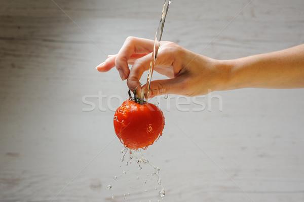 Mulher tomates mão fresco luz madeira Foto stock © O_Lypa