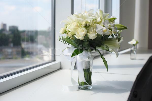Gyönyörű esküvői csokor üveg váza virágok fehér Stock fotó © O_Lypa