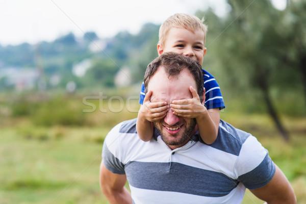 Vidám fiú élvezi lovaglás hát fiú kezek Stock fotó © O_Lypa