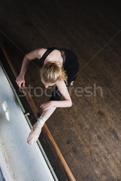 女性 バレエダンサー ストレッチング バレエ 先頭 ショット ストックフォト © O_Lypa