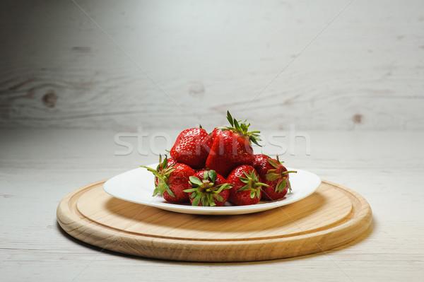 Jugoso sabroso fresas placa frescos maduro Foto stock © O_Lypa