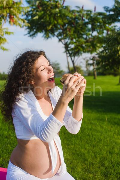 красивой беременная женщина Burger парка женщину йога Сток-фото © O_Lypa