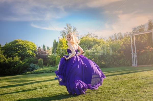 Lány fúj ruha kint szőke nő káprázatos Stock fotó © O_Lypa
