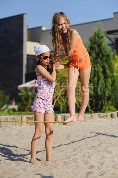 Kettő lányok szórakozás csúzli tinilányok tanul Stock fotó © O_Lypa