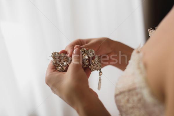 Mariée boucles d'oreilles robe blanche blanche Photo stock © O_Lypa
