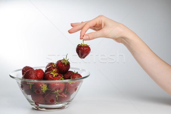 Lány tart eprek közelkép üveg tál Stock fotó © O_Lypa