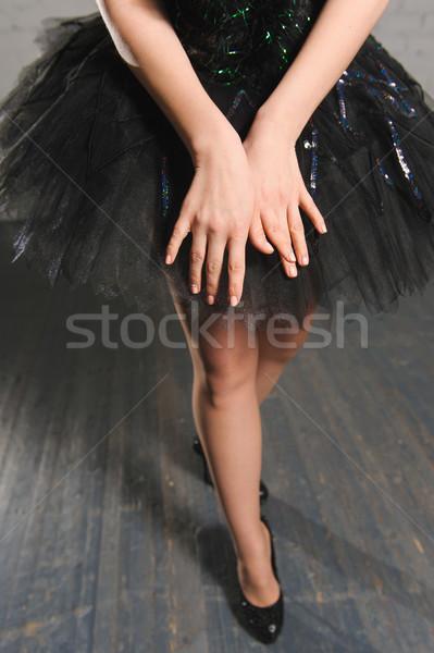 Kezek közelkép ballerina fekete kecses kéz Stock fotó © O_Lypa