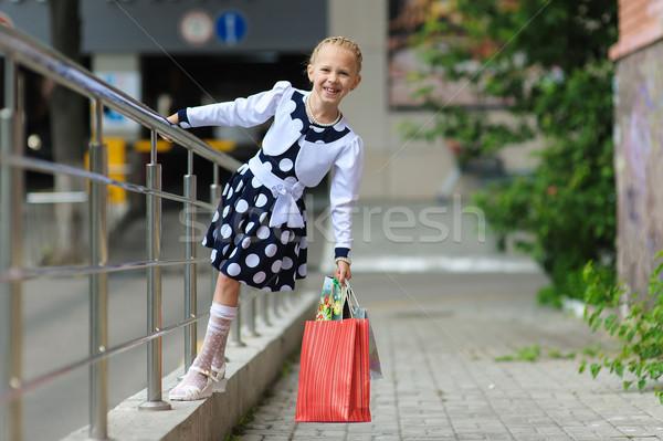 Meisje winkelen gelukkig cute portret Stockfoto © O_Lypa
