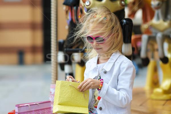 Kind carrousel vol oude frans Stockfoto © O_Lypa