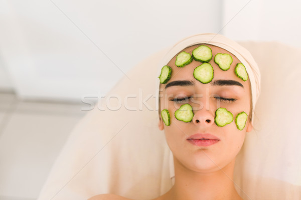 Menina máscara pepinos pepino fatias Foto stock © O_Lypa