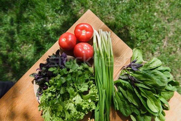 Gezonde voeding verse groenten tabel houten tafel voedsel gras Stockfoto © O_Lypa