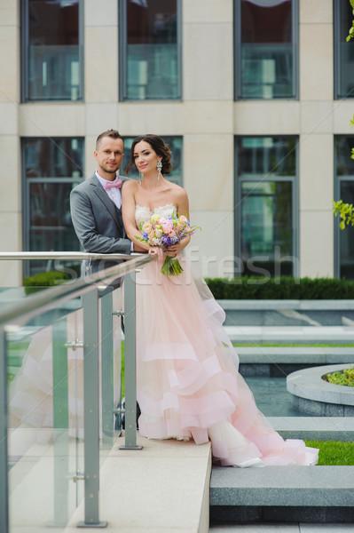Stockfoto: Portret · gelukkig · buitenshuis · gebouw · bruid