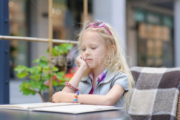 Csinos gyermek olvas menü kávézó imádnivaló Stock fotó © O_Lypa