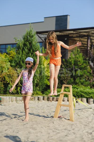 Kettő lányok szórakozás csúzli lány tinédzserek Stock fotó © O_Lypa