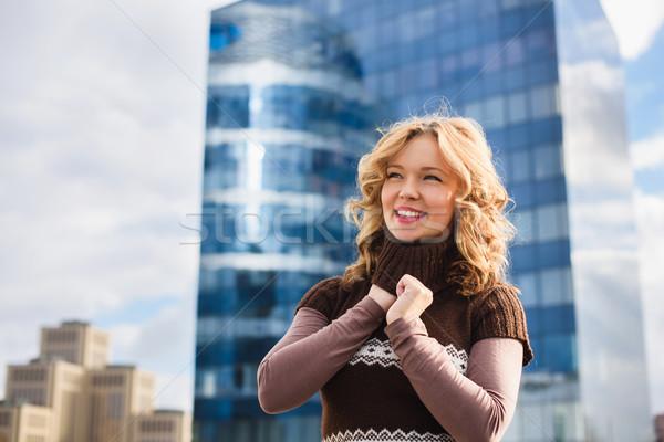 Gyönyörű lány tető lány pózol vásárlás központ Stock fotó © O_Lypa