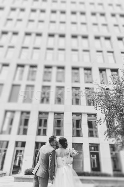 Hátulnézet csók átkarol pár kint fiatal Stock fotó © O_Lypa