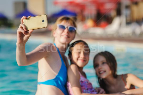 Fa lány telefon gyönyörű lány úszómedence nő Stock fotó © O_Lypa